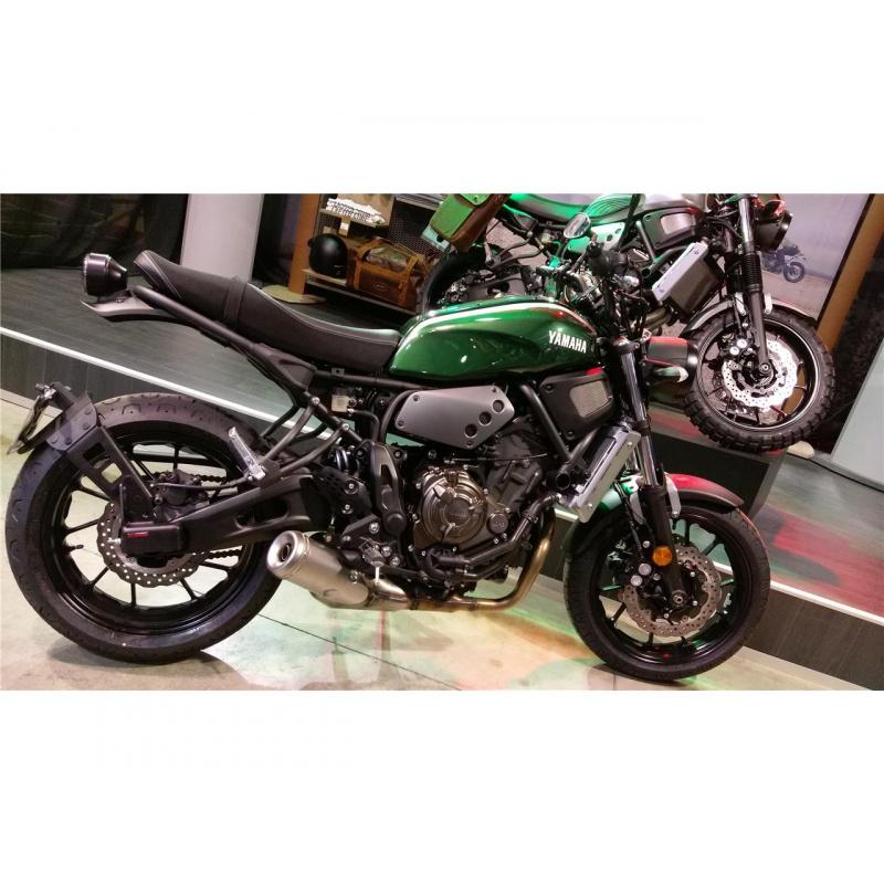 """Support de plaque ACCESS DESIGN déporté """"ras de roue"""" noir Yamaha XSR700"""