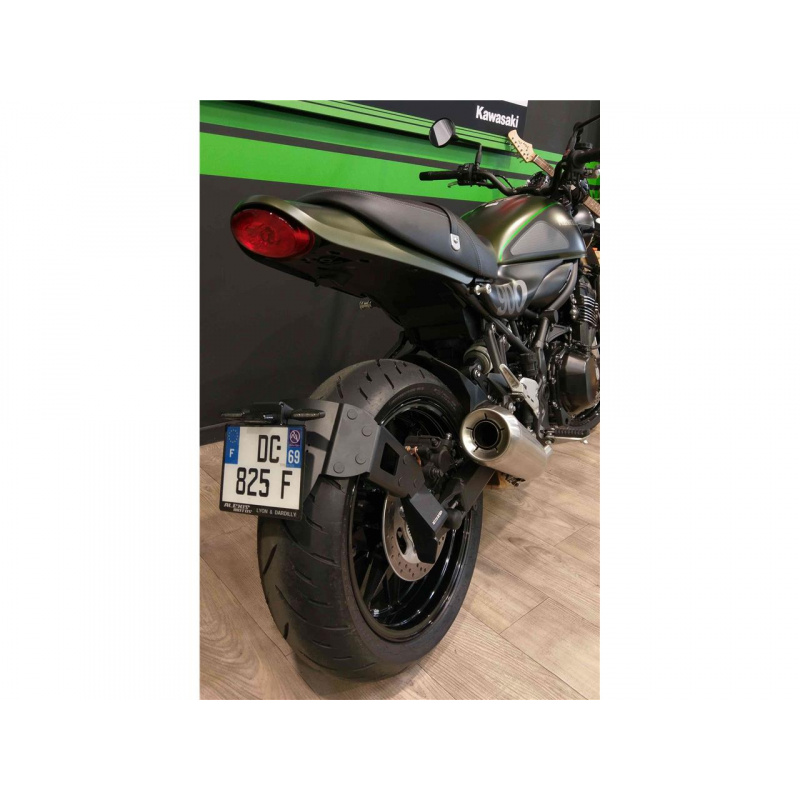 "Support de plaque ACCESS DESIGN déporté ""ras de roue"" noir Kawasaki Z900RS"